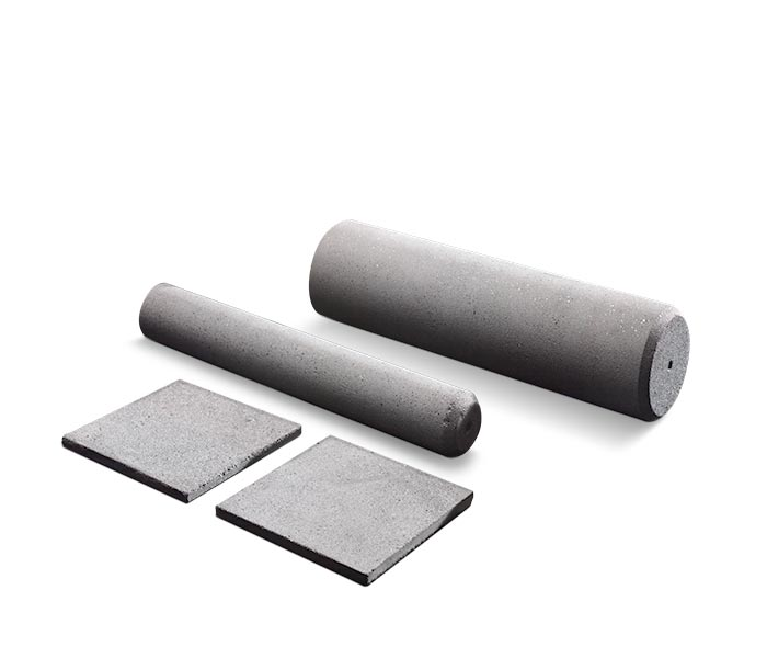 Wear-resistant silicon carbide rods and tiles.
